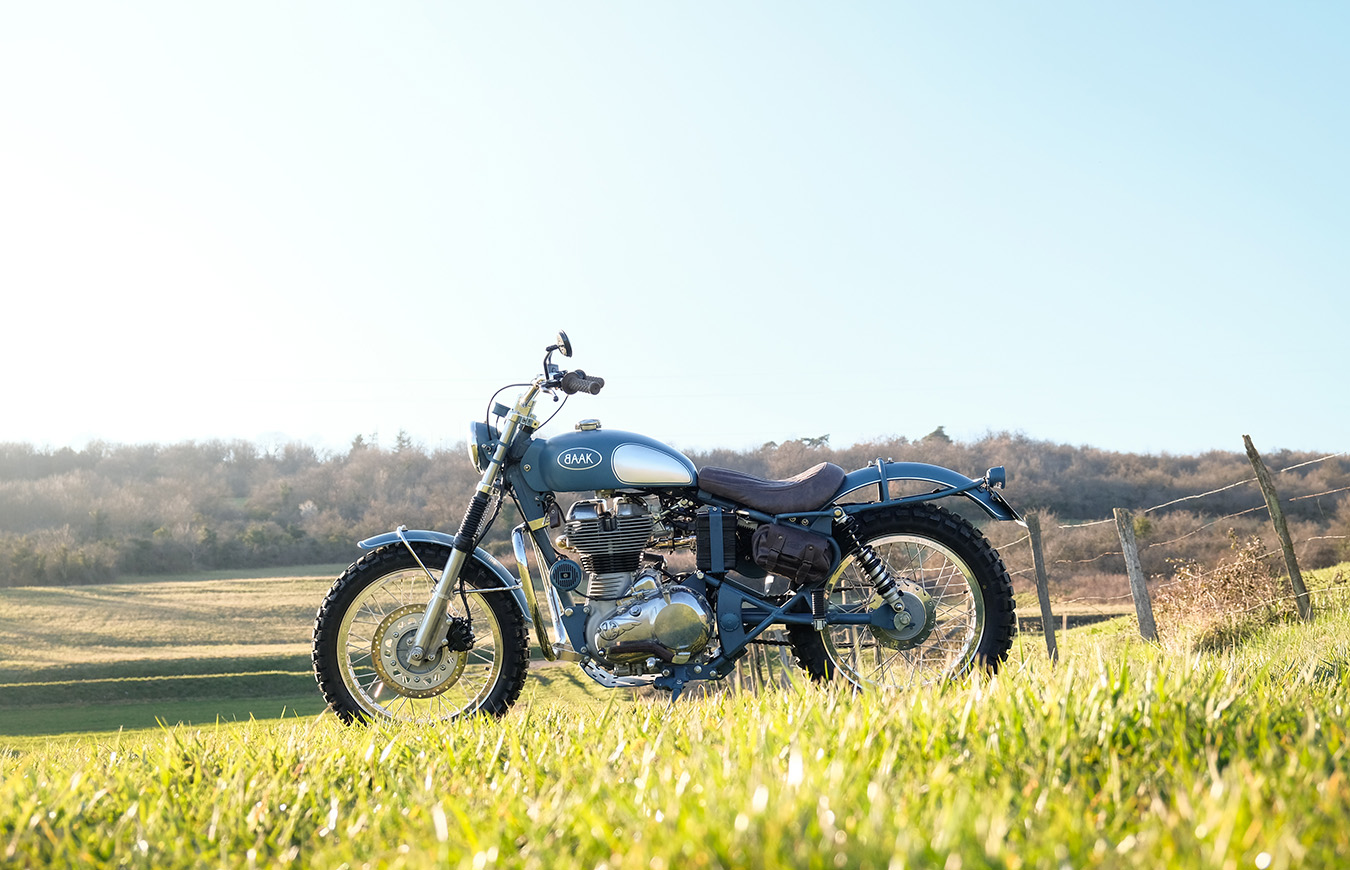Nathalie And Her Royal Enfield Perfect To Cut Through The Fields Baak Le Blog De L Atelier De Creation Auto Moto